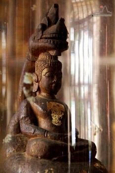 พระพุทธรูปโบราณ แกะสลักจากนอแรด พบใต้ฐานพระเจ้าใหญ่